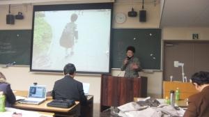 お茶の水女子大学での報告するグループメンバー